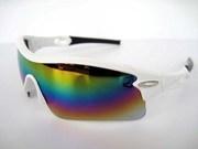 In winter, heavy snow, people need wear Oakley sunglasses